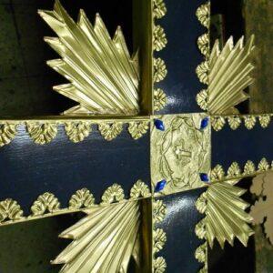 Faroles procesionales y objetos religiosos